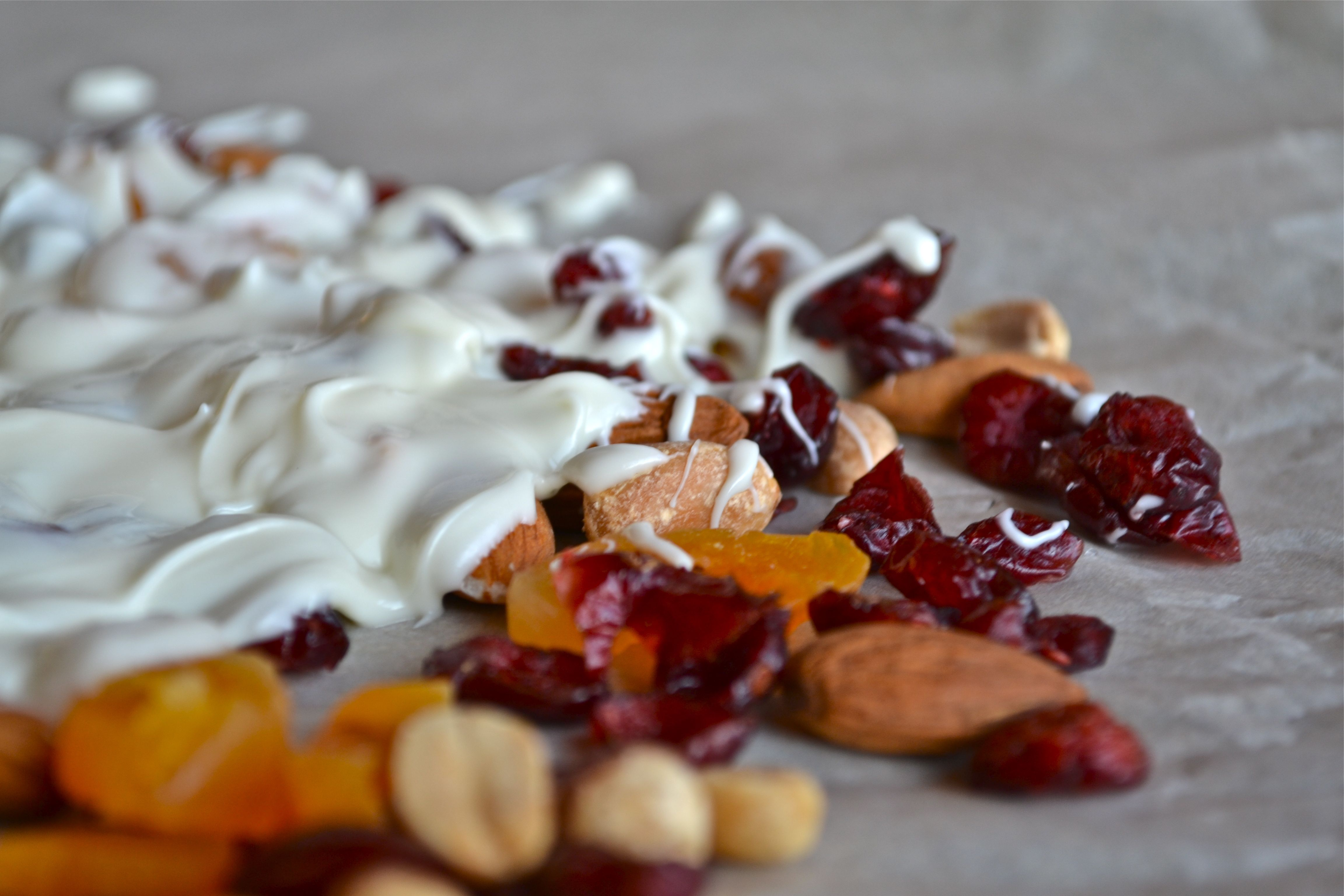 More #CranberryLove: White Chocolate Cranberry and Nut Bark